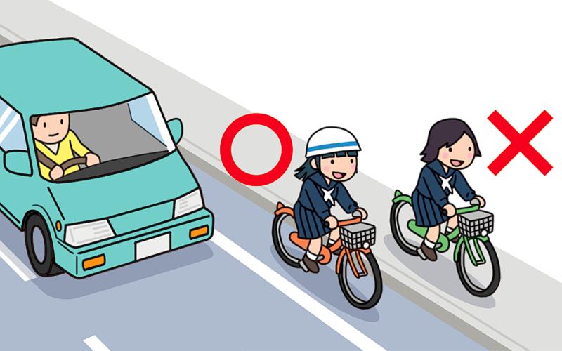 自転車の通行区分を守る女子生徒と違反する女子生徒のイラスト